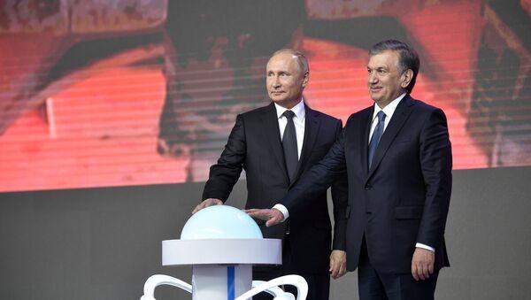 El presidente de Rusia, Vladímir Putin y el presidente de Uzbekistán, Shavkat Mirziyoyev - Sputnik Mundo