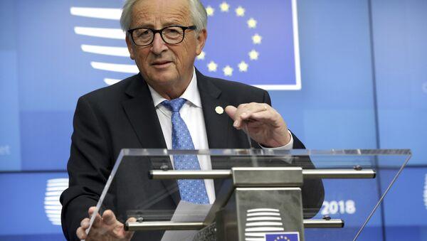 Jean-Claude Juncker, presidente de la Comisión Europea interviniendo en la 12ª cumbre del foro Asia-Europa (ASEM por sus siglas en inglés) en Bruselas el 18 y el 19 de octubre de 2018 - Sputnik Mundo