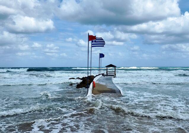 Bandera de Grecia en la isla de Creta