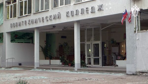 La entrada principal del politécnico de Kerch tras la explosión - Sputnik Mundo