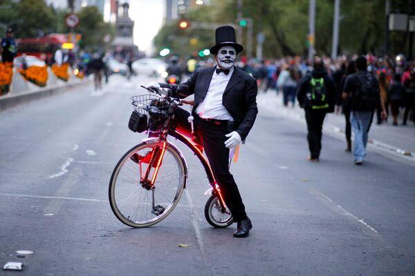 Desfile de Catrinas mexicanas en vísperas del Día de los Muertos - Sputnik Mundo