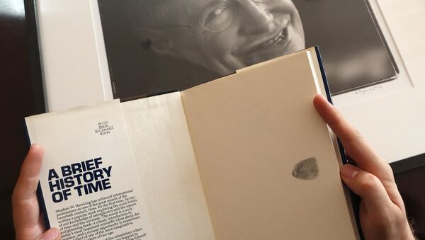 Un libro de Stephen Hawking que se ofrecerá en una serie de subastas - Sputnik Mundo