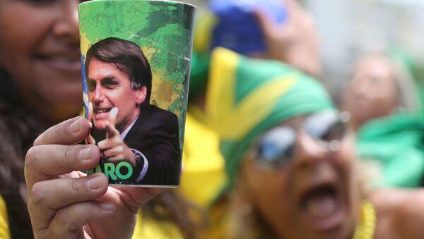 La imagen del candidato brasileño presidencial ultraderechista Jair Bolsonaro - Sputnik Mundo