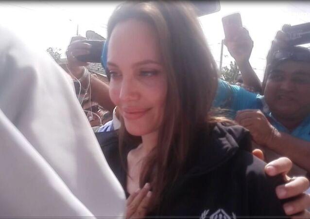 Angelina Jolie se emociona durante su visita a los refugiados de Venezuela
