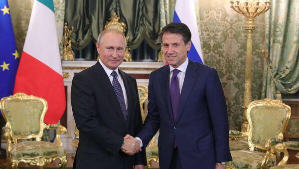 El presidente ruso, Vladímir Putin, y el primer ministro italiano, Giuseppe Conte - Sputnik Mundo