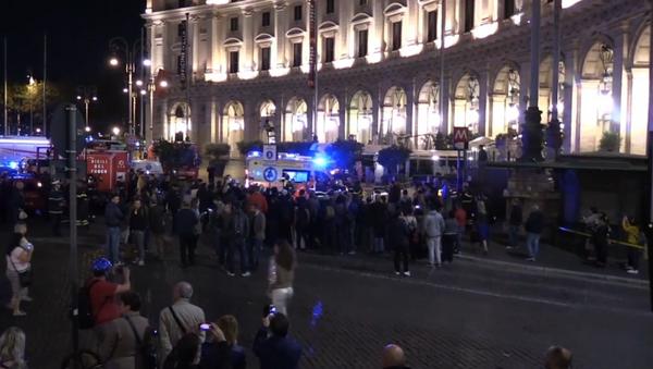 Decenas de heridos tras el colapso de una escalera mecánica en Roma - Sputnik Mundo