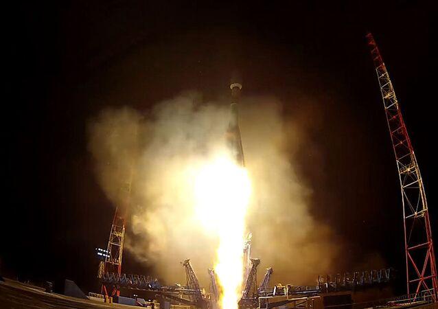 El cohete Soyuz-2.1B despega desde el cosmódromo de Plesetsk
