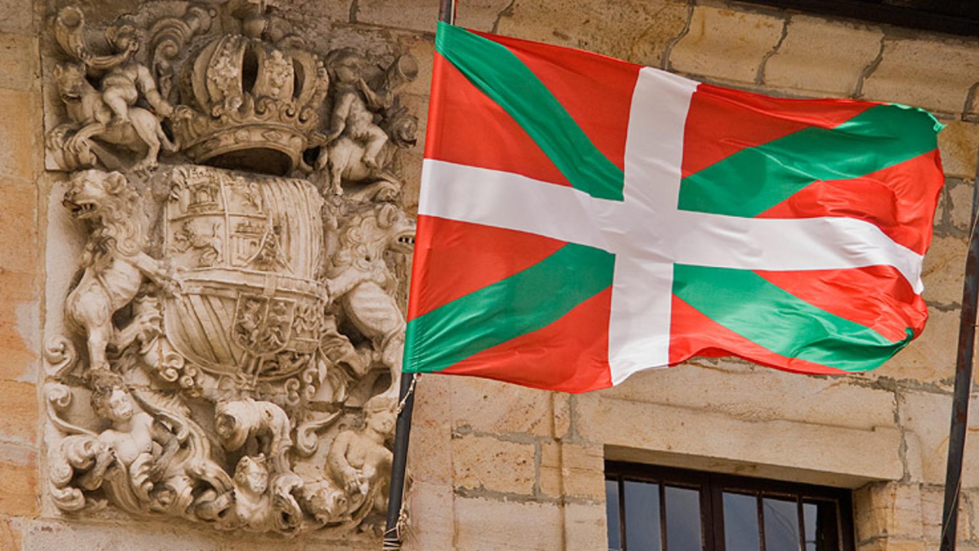 Bandera oficial del País Vasco adoptada por el Estatuto de Autonomía de 1979 - Sputnik Mundo, 1920, 09.08.2021