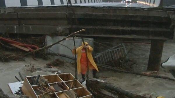 Las fuertes lluvias provocan inundaciones y desastres en el suroeste de Rusia - Sputnik Mundo