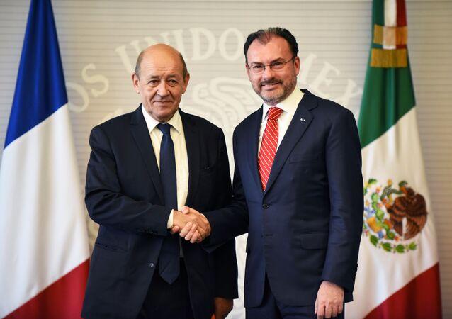 El ministro de Asuntos Exteriores de Francia, Jean-Yves Le Drian, y el canciller mexicano, Luis Videgaray
