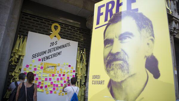 Cartel con la imagen de Jordi Cuixart, el presidente de la asociación soberanista Òmnium Cultural - Sputnik Mundo
