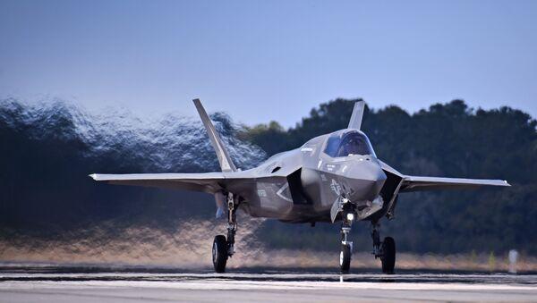 El F-35B, caza de despegue corto y aterrizaje vertical - Sputnik Mundo