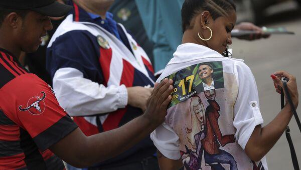 Seguidores del candidato presidencial brasileño Jair Bolsonaro - Sputnik Mundo