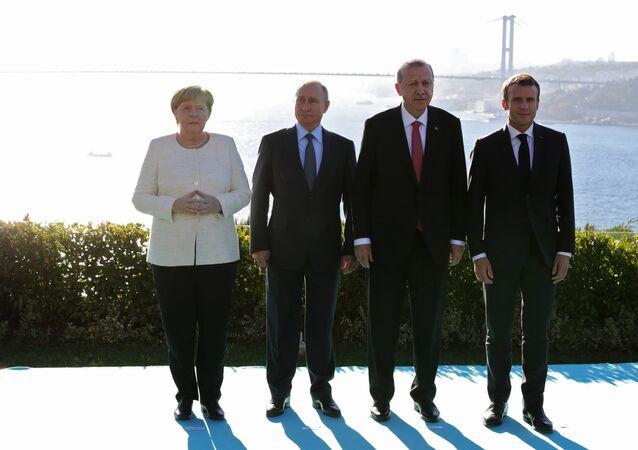 Los líderes de Alemania, Rusia, Turquía y Francia durante la reunion en Estambul  (archivo)