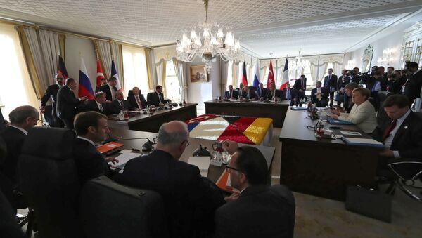 Los líderes de Alemania, Rusia, Turquía y Francia durante la reunion en Estambul - Sputnik Mundo