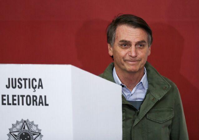 Jair Bolsonaro, candidato a la Presidencia de Brasil, ejerce su derecho a voto