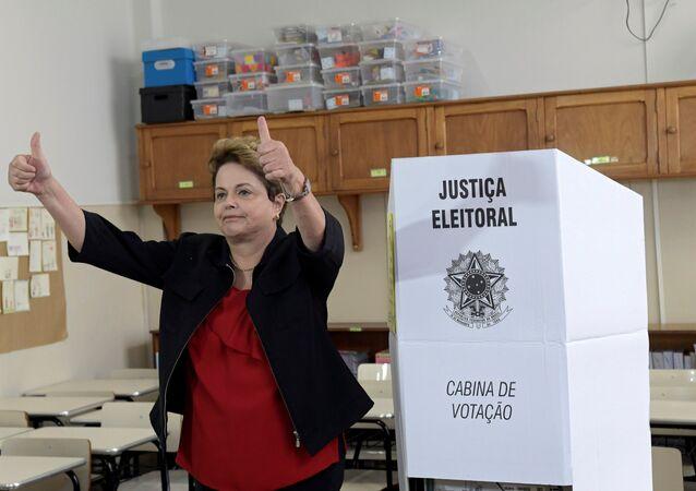Dilma Rousseff, expresidenta de Brasil, tras votar en Minas Gerais el 7 de octubre