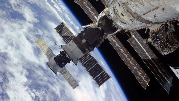 Las naves espaciales Progress y Soyuz en la EEI, en la órbita terrestre - Sputnik Mundo