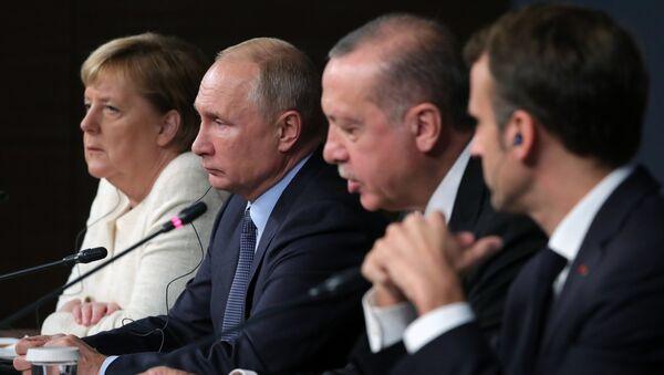 Los líderes de Alemania, Rusia, Turquía y Francia en la cumbre a cuatro bandas sobre Siria en Estambul - Sputnik Mundo