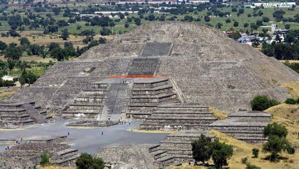 Vista de la Pirámide de la Luna en el sitio arqueológico de Teotihuacan - Sputnik Mundo