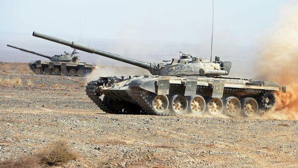 Un tanque T-72 (imagen referencial) - Sputnik Mundo