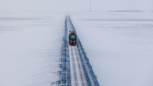 El puente ferroviario sobre el río Yuribéi, el más largo del mundo fuera del círculo polar ártico (ferrocarril Óbskaya-Bovanénkovo) - Sputnik Mundo