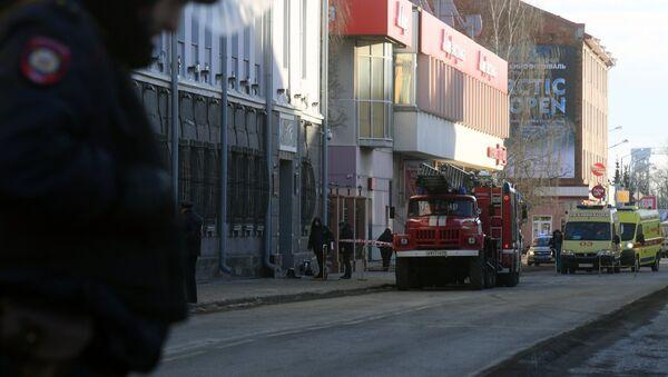 Policia tras la explosión en una de la sede del Servicio Federal de Seguridad de Rusia ubicado en la ciudad de Arjánguelsk - Sputnik Mundo