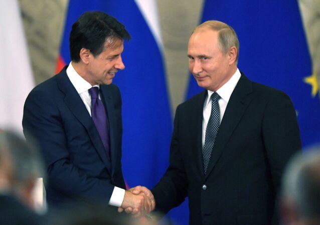 El primer ministro italiano, Giuseppe Conte, y el presidente ruso, Vladímir Putin