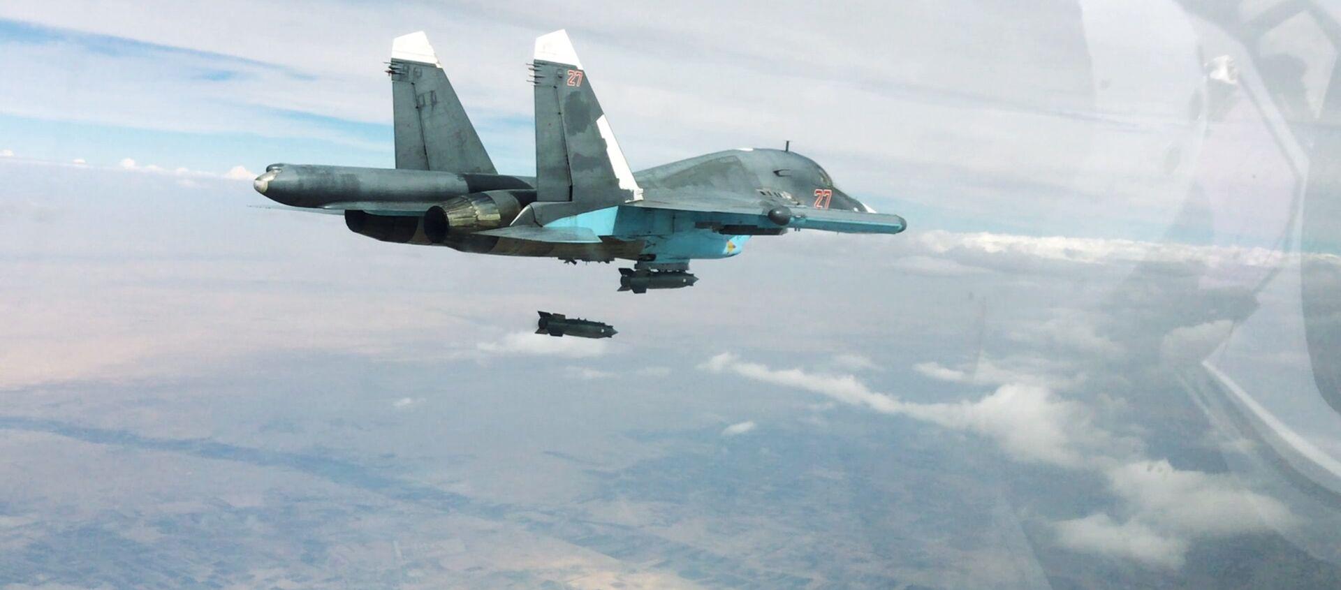 Un Su-34 ruso lanza una bomba (imagen referencial) - Sputnik Mundo, 1920, 01.11.2018