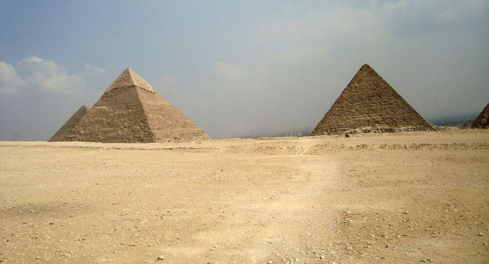Pirámides de Guiza, foto archivo
