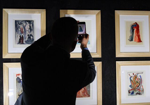 Una exposición del pintor español Salvador Dalí (archivo)