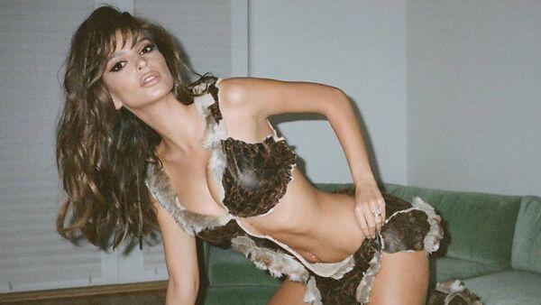 La modelo y actriz estadounidense Emily Ratajkowski - Sputnik Mundo