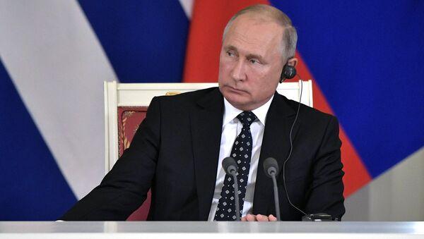El presidente de Rusia, Vladímir Putin,  en una rueda de prensa, al reunirse con su homólogo cubano, Miguel Díaz-Canel - Sputnik Mundo