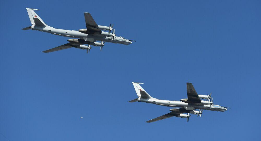 Dos aviones rusos Tu-142 (archivo)