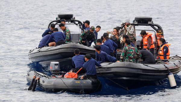 Los equipos de rescate implicados en la búsqueda de los restos del avión Lion Air que se estrelló en el mar de Java en 30 de octubre - Sputnik Mundo