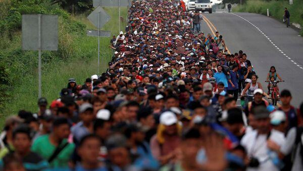 Parte de la caravana de migrantes centroamericanos en México - Sputnik Mundo