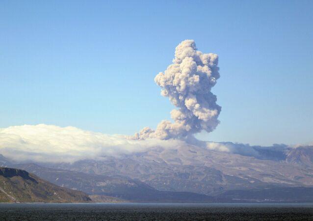 Volcán Ebeko