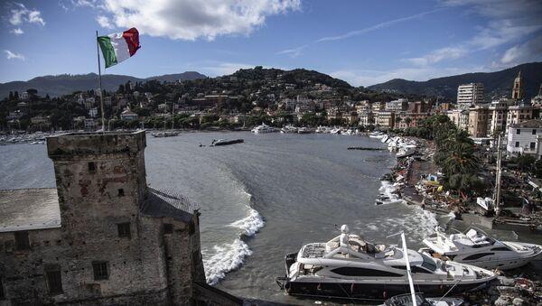 Yates y lanchas destruidas en una localidad cerca de Génova, Italia - Sputnik Mundo