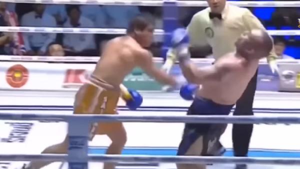 Una leyenda del boxeo tailandés muere tras un dramático nocaut - Sputnik Mundo