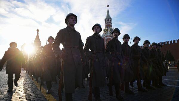 Ensayo de la marcha dedicada al 77º aniversario del desfile militar de 1941 - Sputnik Mundo