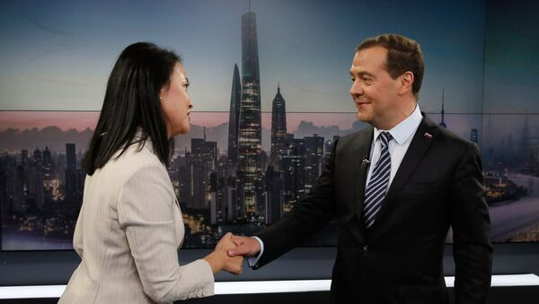 El primer ministro ruso, Dmitri Medvédev, durante una visita oficial a China - Sputnik Mundo