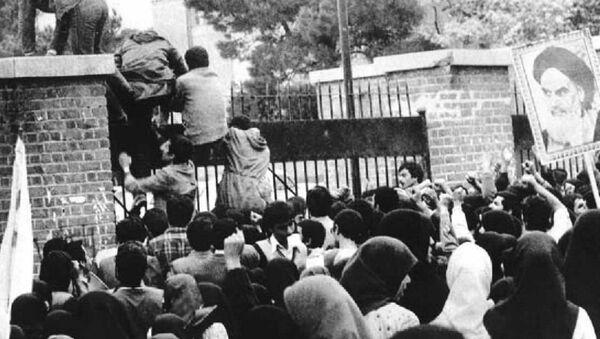 Asalto estudiantil a la embajada de EEUU en Teherán, 4 de noviembre de 1979 - Sputnik Mundo