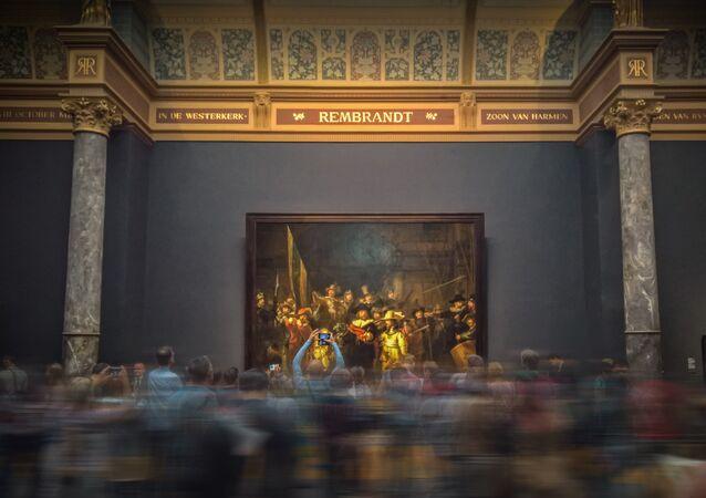 La gente en un museo (imagen referencial)