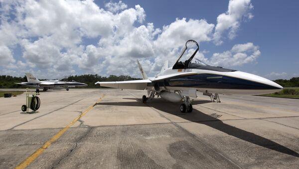 Un F/A-18 de la NASA, foto archivo - Sputnik Mundo