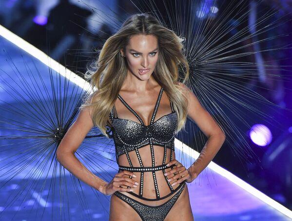 Los sugerentes ángeles de Victoria's Secret se apoderan de Nueva York - Sputnik Mundo