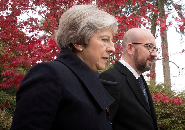 Theresa May y Charles Michel