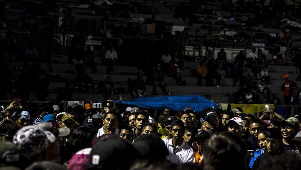 Asamblea nocturna en la Ciudad de México. El éxodo decidió salir de la capital a las cinco de la mañana del 9 de noviembre - Sputnik Mundo