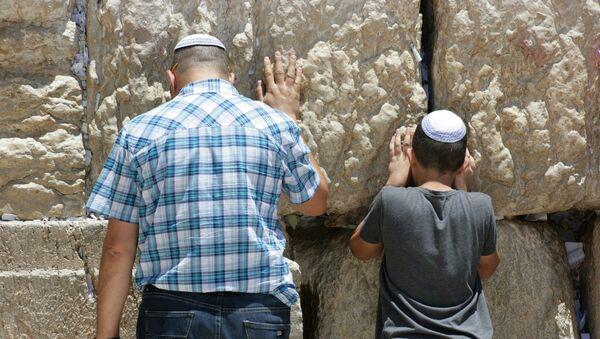 Judíos rezan en el Muro de las Lamentaciones, en Jerusalén - Sputnik Mundo