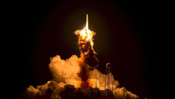 Lanzamiento de un cohete espacial (imagen referencial) - Sputnik Mundo