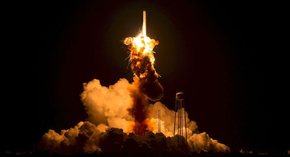 Lanzamiento de un cohete (imagen referencial)